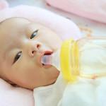 Membedakan Muntah pada Bayi yang Normal dan Abnormal