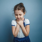 Kapan Diperlukan Operasi Amandel Pada Anak?