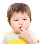 Mengantisipasi Bayi Tumbuh Gigi yang Sering Rewel