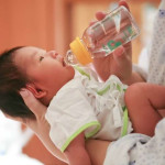 Inilah Bahayanya Bila Bayi Diberikan Air Putih
