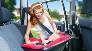 Aman Berkendara dengan Kursi Mobil Khusus Bayi
