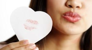 Cara Efektif Menghilangkan Bekas Ciuman