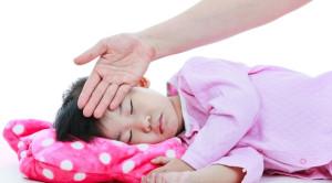 Cara Menurunkan Demam Anak dan Mengenali Saat Berbahaya
