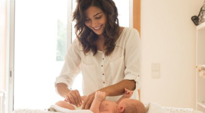Bunda, Begini Urutan Langkah Mengganti Popok Bayi