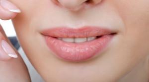 Tips Mudah Mengatasi Bibir Kering dan Pecah-Pecah