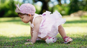 Bayi 8 Bulan: Mulai Dapat Berdiri