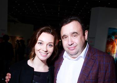 Надежда Михалкова вновь появилась без мужа на открытии ярмарки Cosmoscow