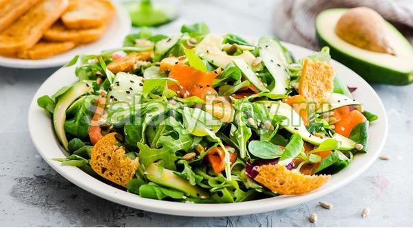 Салат с лососем копченым рецепт с фото