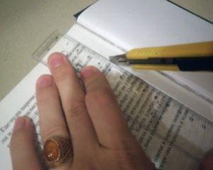 Вырезание страниц в книге