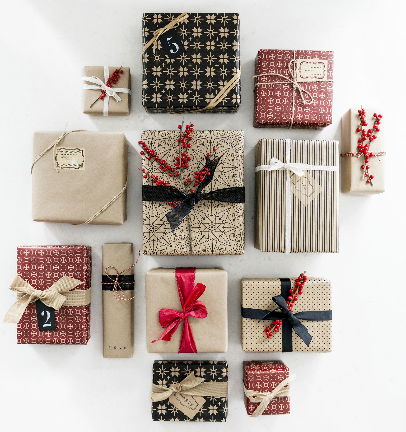 Как завернуть коробку в подарочную бумагу пошагово