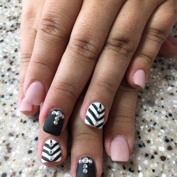 Pamper nails geneva il