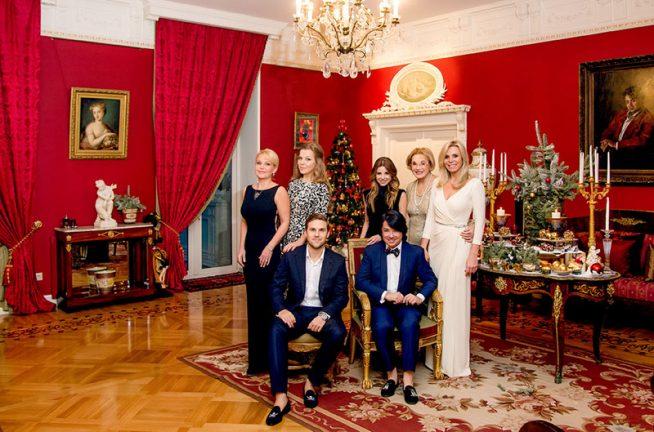 Валентин Юдашкин с семьей в своём доме