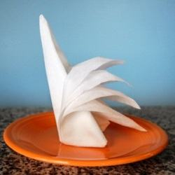 Как можно красиво сложить бумажные салфетки на стол