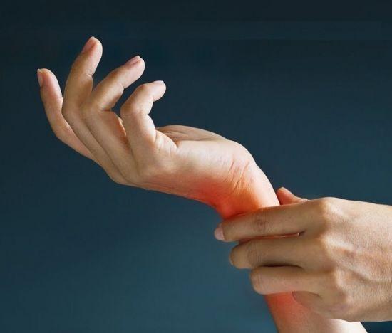 От чего сводит кисти рук