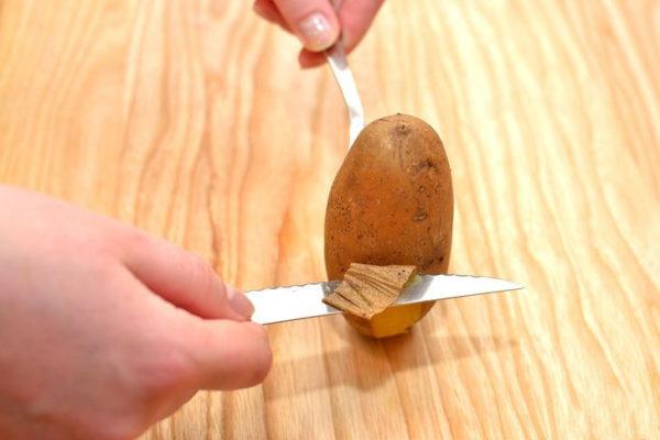 Как быстро очистить картошку в мундире видео