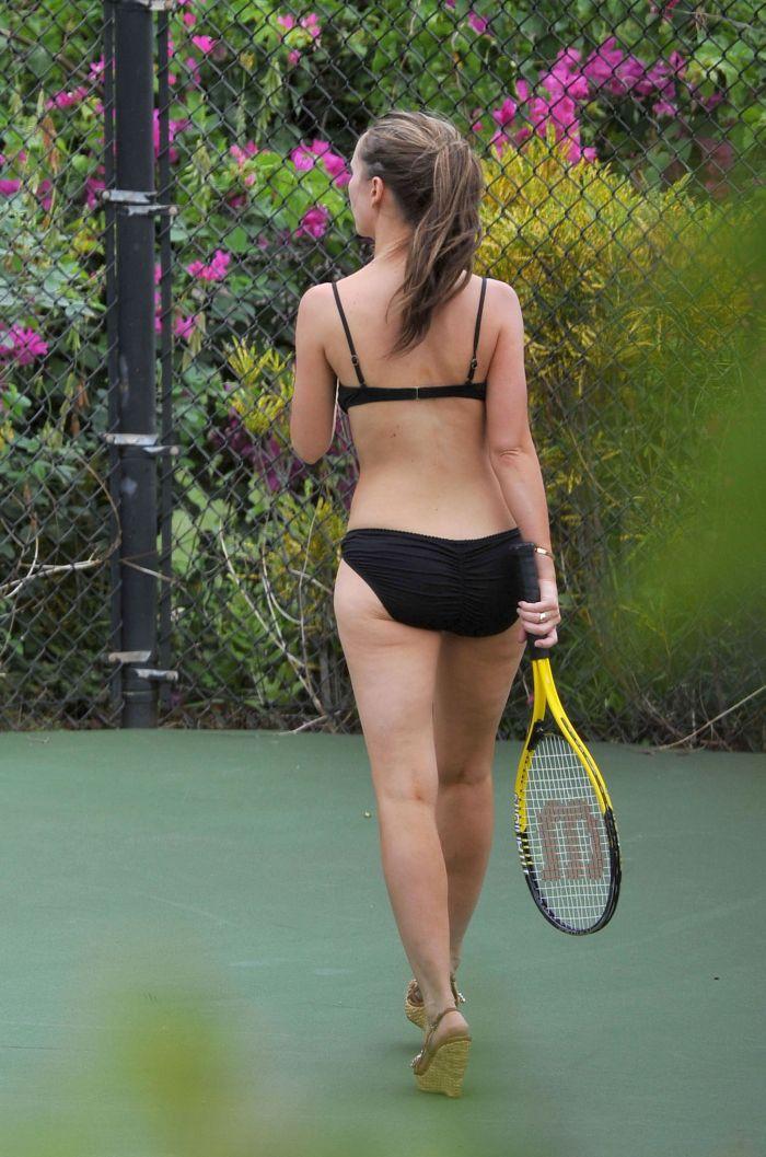 Дженнифер Лав Хьюитт в бикини (25 Фото)