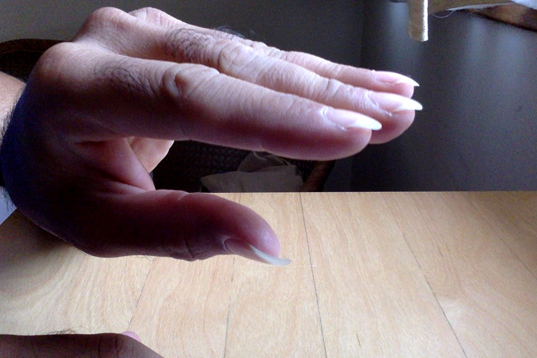 Hooked fingernails