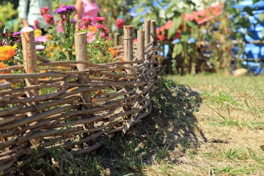 Забор плетенка из хвороста