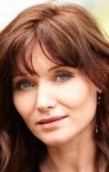 В главной роли Актриса Эсси Дэвис, фильмографию смотреть онлайн.