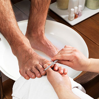 What causes ingrown toenails to hurt