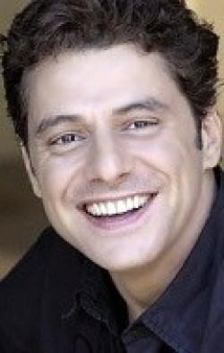В главной роли Актер Винс Колосимо, фильмографию смотреть онлайн.