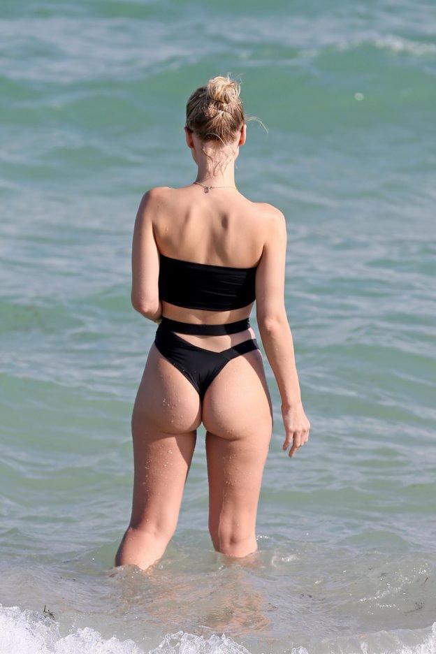 Ариана гранде на пляже фото