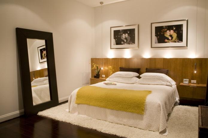 фотографии над кроватью в интерьере
