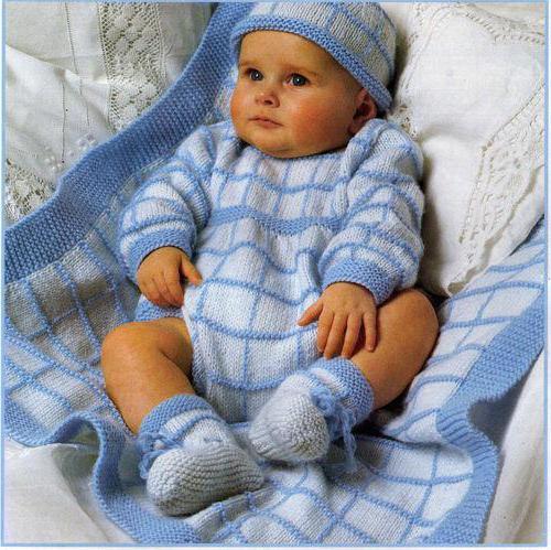 Комбинезон спицами на новорожденного