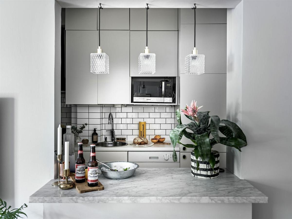 Дизайн маленькой кухни серой