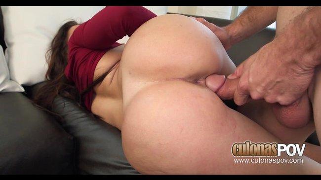 Порно видео Испанская женщина с шикарной задницей и дойками со смаком трахается с мускулистым перцем