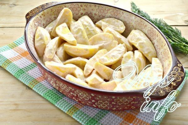 Картофель в сметане в духовке рецепт с фото