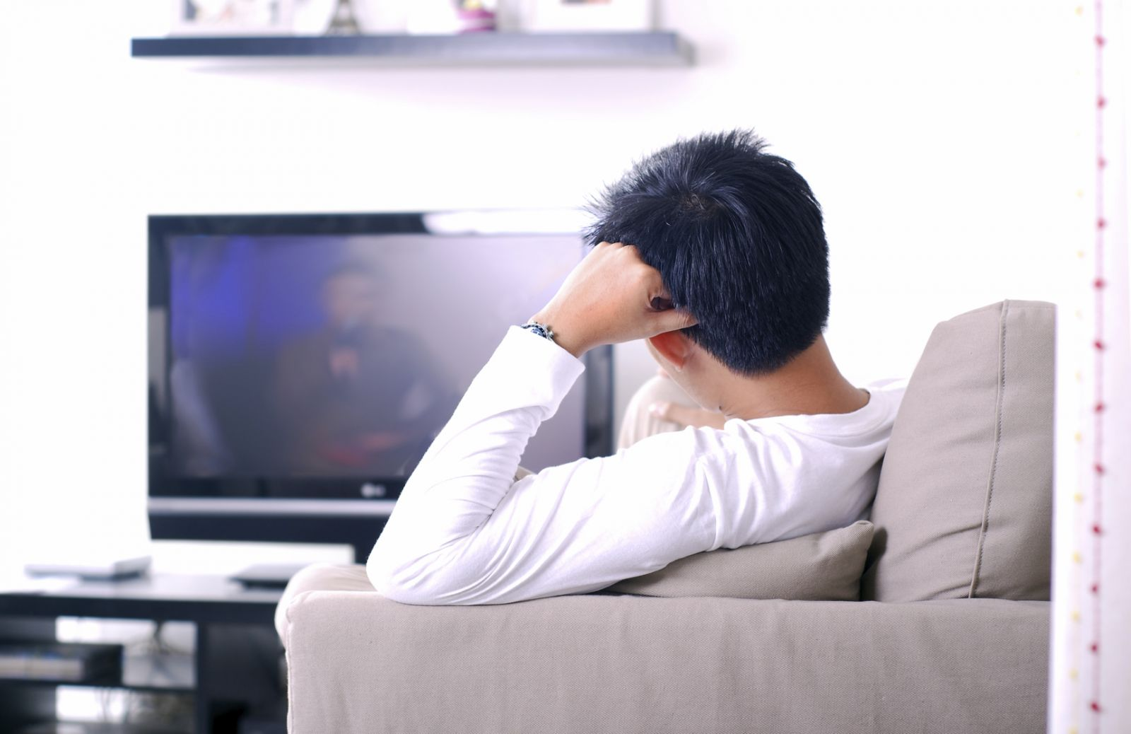 Болят глаза при просмотре телевизора