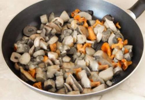 Куриные грудки в духовке с сыром и грибами