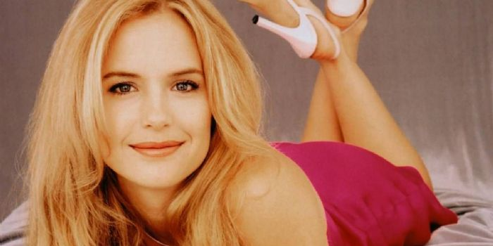 How old is kelly preston travolta