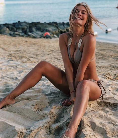 какими фото делятся российские звезда в Инстаграм