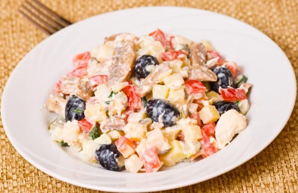 Салат с оливками и курицей рецепт с фото