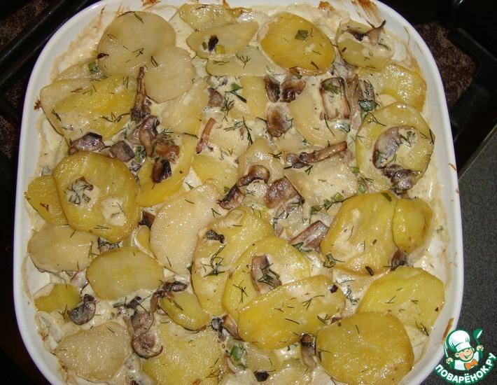 Картофель в духовке в сметане