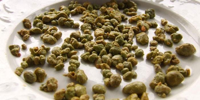Зеленые камни при чистке печени