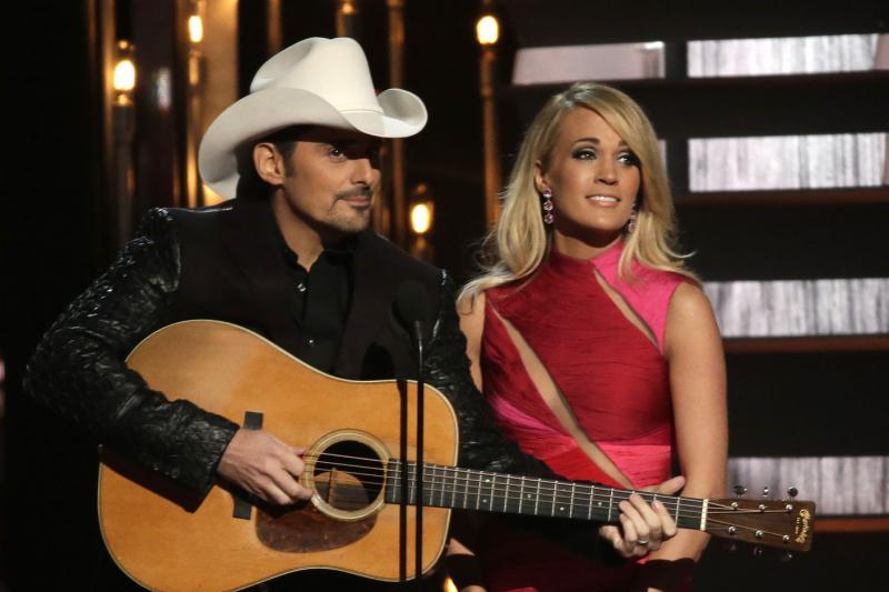 Brad paisley host of country music awards