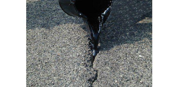 Bitumen road sealant