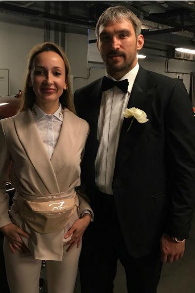 Александр Овечкин появился на свадьбе в черном костюме