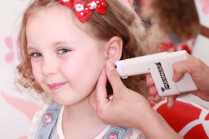 Как обработать уши после прокалывания
