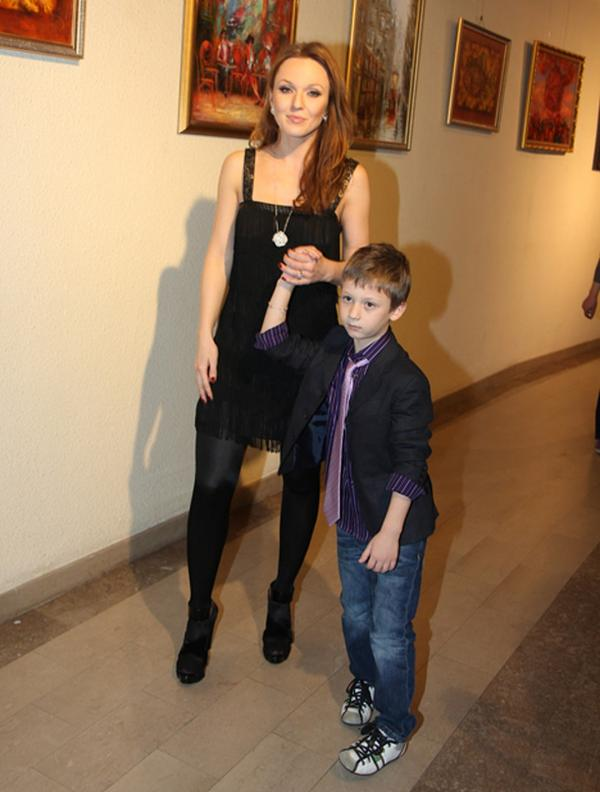 На фото: Альбина с маленьким Костей