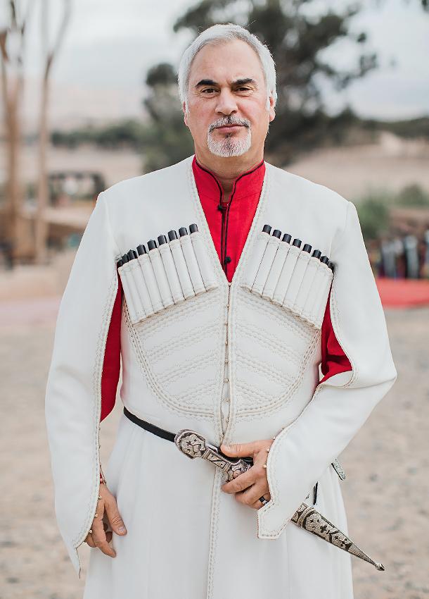 «Грузинский национальный костюм чоха уже давно висел у меня в шкафу. Наконец нашелся повод надеть его» /Валерий Меладзе/