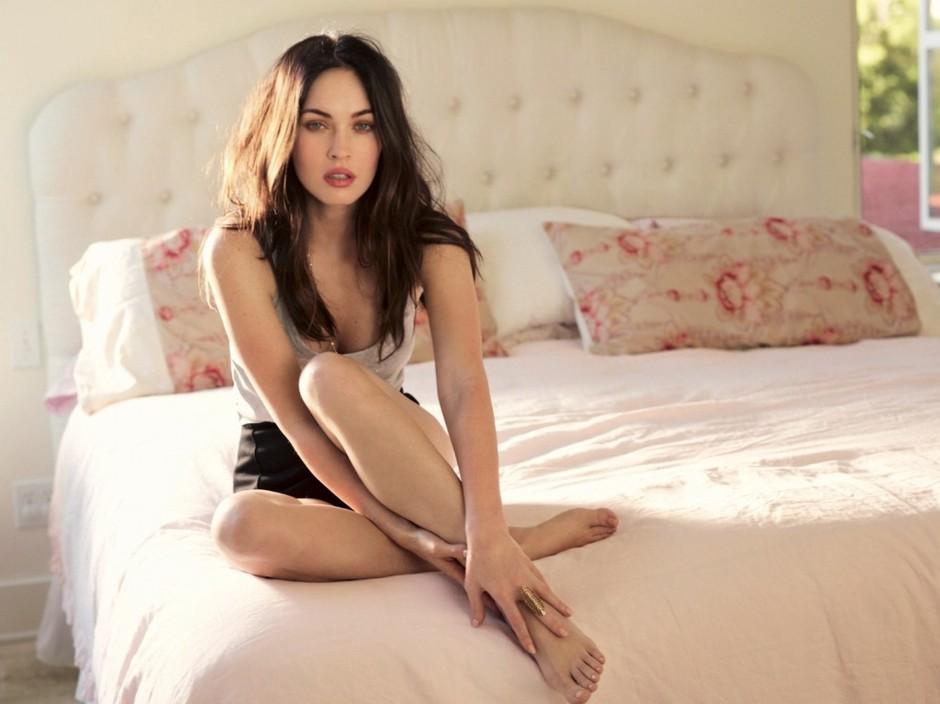Меган Фокс красивые ноги знаменитостей