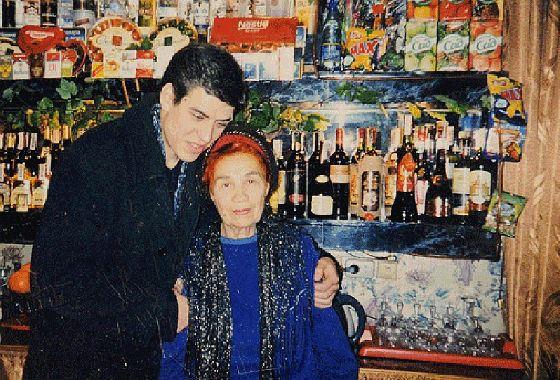 Дмитрий Дюжев с бабушкой