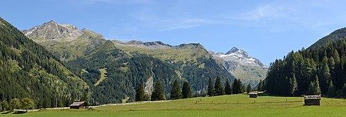 Вид на гору Анкогель[de] в национальном парке Высокий Тауэрн из Зеебахской долины, Каринтия