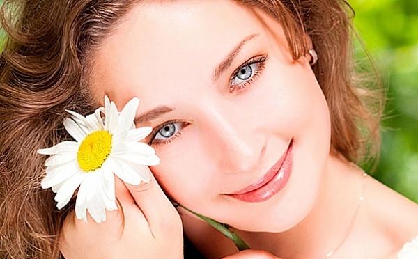 Почему у женщин потеет лицо: основные причины проблемы и эффективные способы лечения