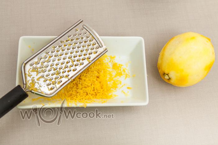 натираем желтую цедру лимона