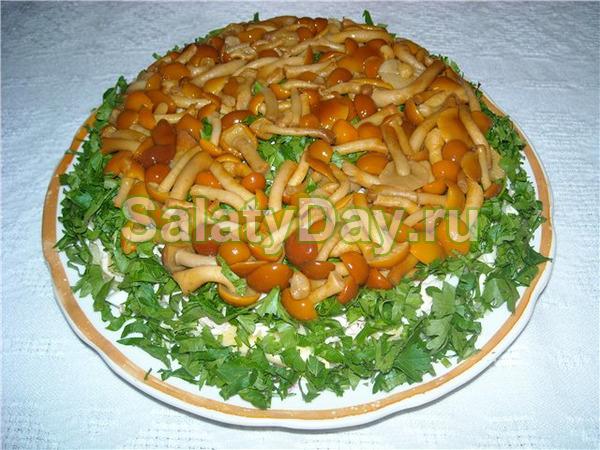 Салат с опятами маринованными рецепт